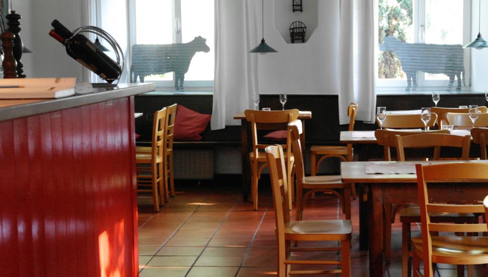 Panorama blick auf moderne und minimalistische küche d